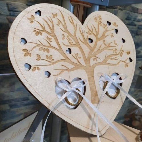 Gyűrűtartó szív alakú