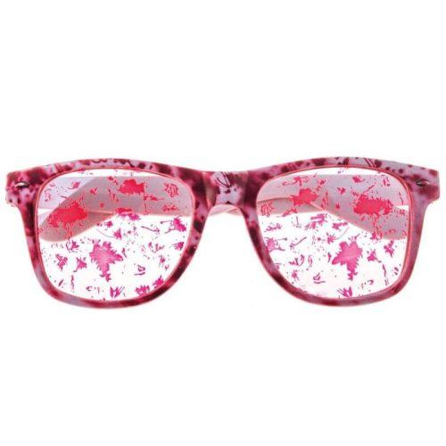 Szemüveg véres lencsével